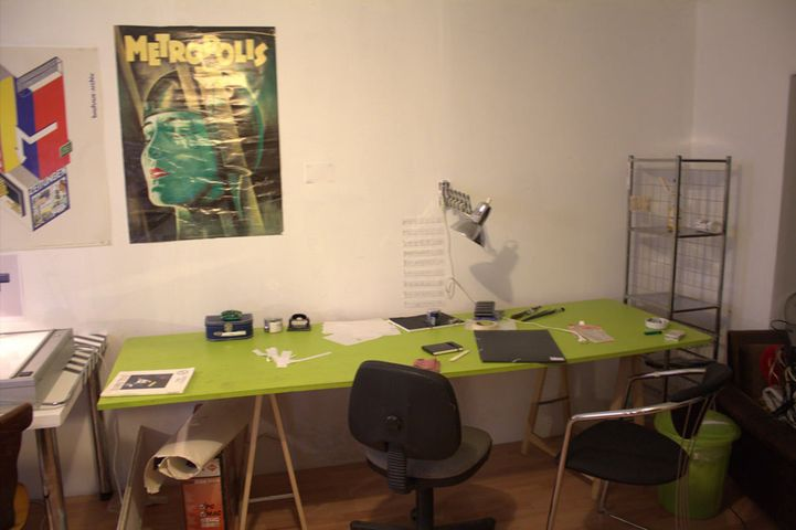 We have two desks positions available :One fulltime (130€/Month) & one halftime (80€/month) in our quiet room !