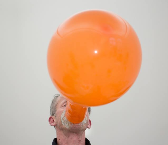 Join us TMRW, 8 PM, for the performance by Jochen Dehn: »Instant local depression. An evening on beauty, clouds, images ...